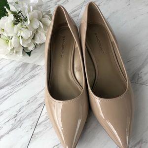 New Bandolino pointed toe patent wedge sz 9